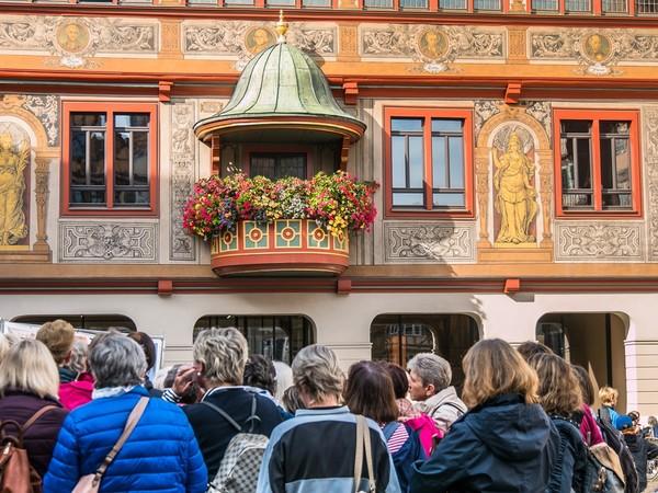 Stadtführung vor dem Tübinger Rathaus