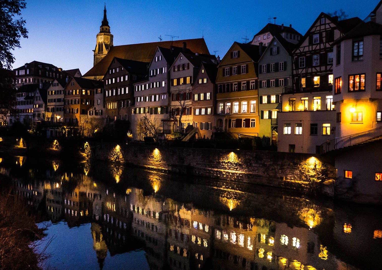 Tübinger Neckarfront bei Nacht