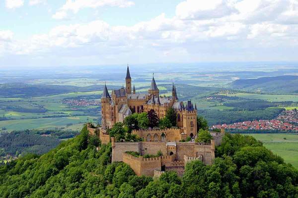 Auf Hohem Fels Die Burg Hohenzollern Tuebingen Info De
