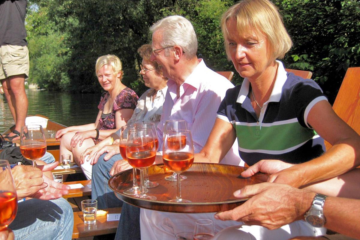 Stocherkahnfahrt mit Weinprobe in Tübingen