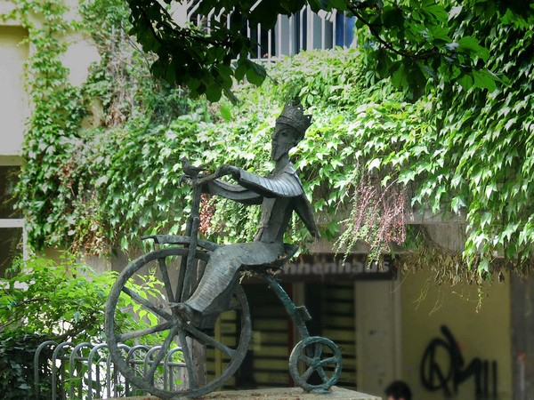Der Radlerkönig am Affenfelsen in Tübingen